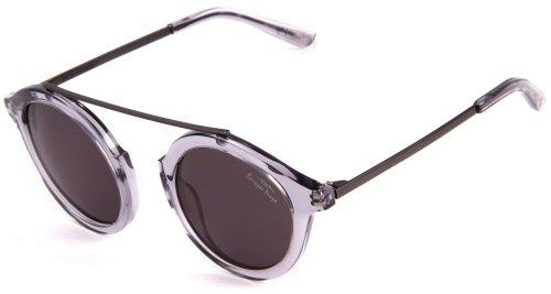 c83fc7de0e030 Destaque para os óculos de grau com formato redondo, que vem com o clip de  encaixe das lentes de sol, uma febre na nos anos 70.