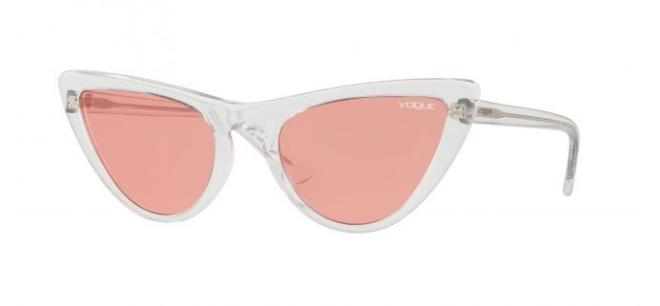 f3d04dd88 Os óculos estão à venda nas lojas Sunglass Hut, em Portugal, por 139€.