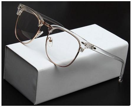 Provavelmente você já deve ter visto um óculos feito com acetato totalmente  transparente, não é mesmo  Pois bem. Eles estão com tudo, pelo simples fato  de ... 7b81784e4d