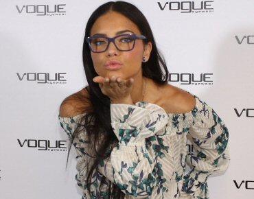1fe5e5bfe43 Adriana Lima estrelou campanha da Vogue Eyewear e recebeu time de ...