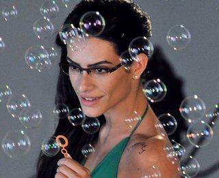 209e323f7 Cleo Pires fotografa para nova linha de óculos K&L