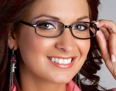 93c1ce7420aaa Crédito da Foto  Combinação entre óculos e sombrancelhas