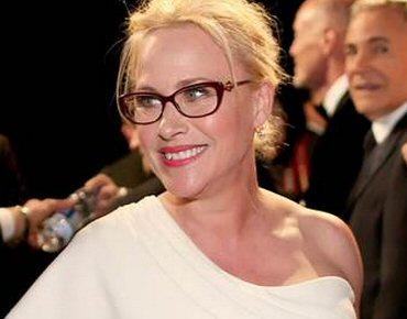 Crédito da Foto  Patricia Arquette e Versace. Patricia Arquette vestiu  óculos de grau ... c7799ec2c7