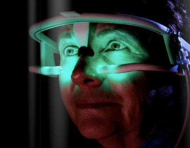 840715995 Óculos que imita luz do sol ajuda a diminuir jet lag e insônia