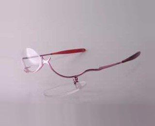 b15d1bc7611fb Crédito da Foto  Óculos para maquiagem