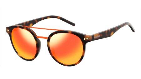 Grupo Sáfilo aposta nos óculos de sol com lentes coloridas para a nova  temporada. A tendência, que remete aos anos 90, aparece em modelos da  Fendi, ... fc31948bb7