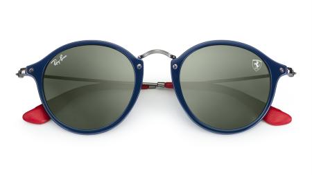 333992715 Ray-Ban e Scuderia Ferrari em coleção exclusiva de óculos de sol.