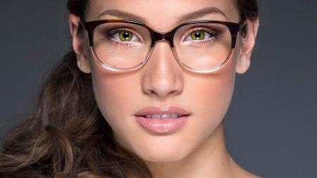 a3e29f31554a9 Aprenda a combinar óculos de grau e maquiagem