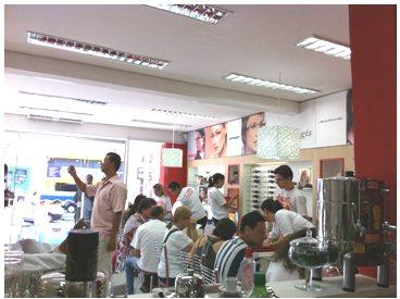 ... rua General Osório 1236, quase esquina com av. Anchieta, abaixo do  largo do Rosário, tel. 3367-8397 e o projeto prevê mais 10 lojas para ... 04df944576